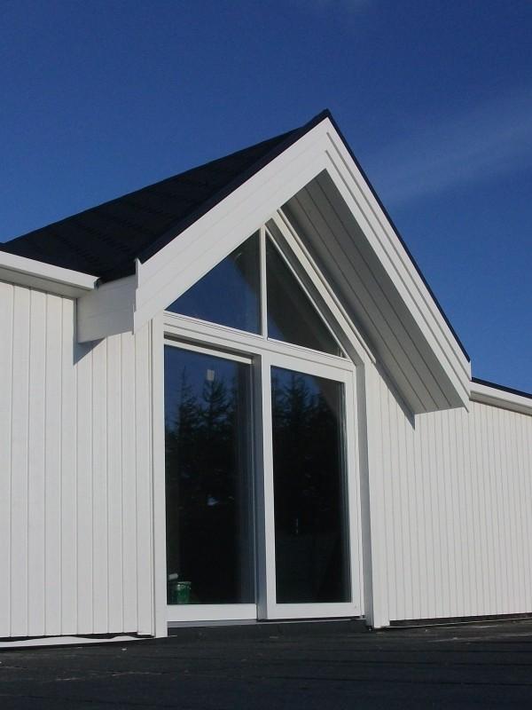 Moderna stora fönster Omhus